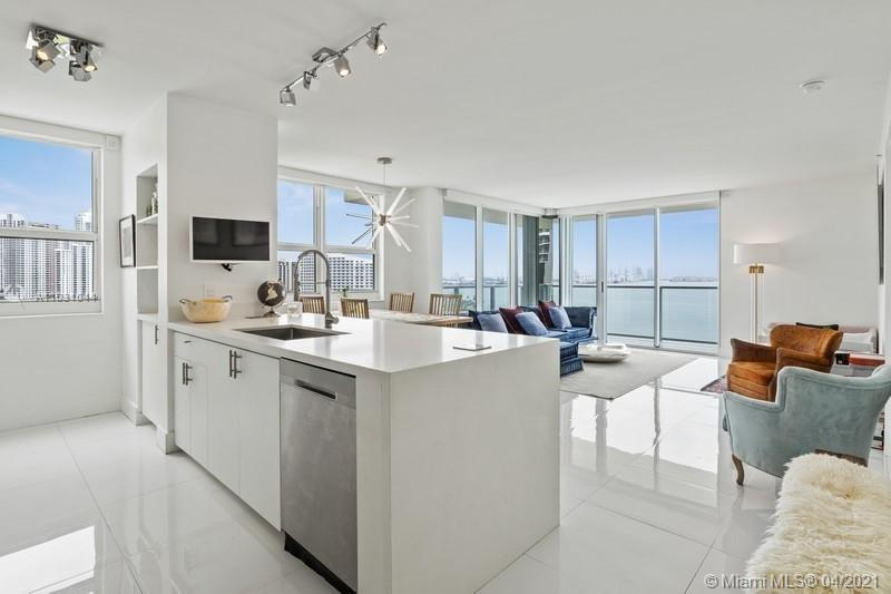 Very bright waterfront corner unit facing the bay and the ocean in Brickell. This 2 bedrooms, 2 bath