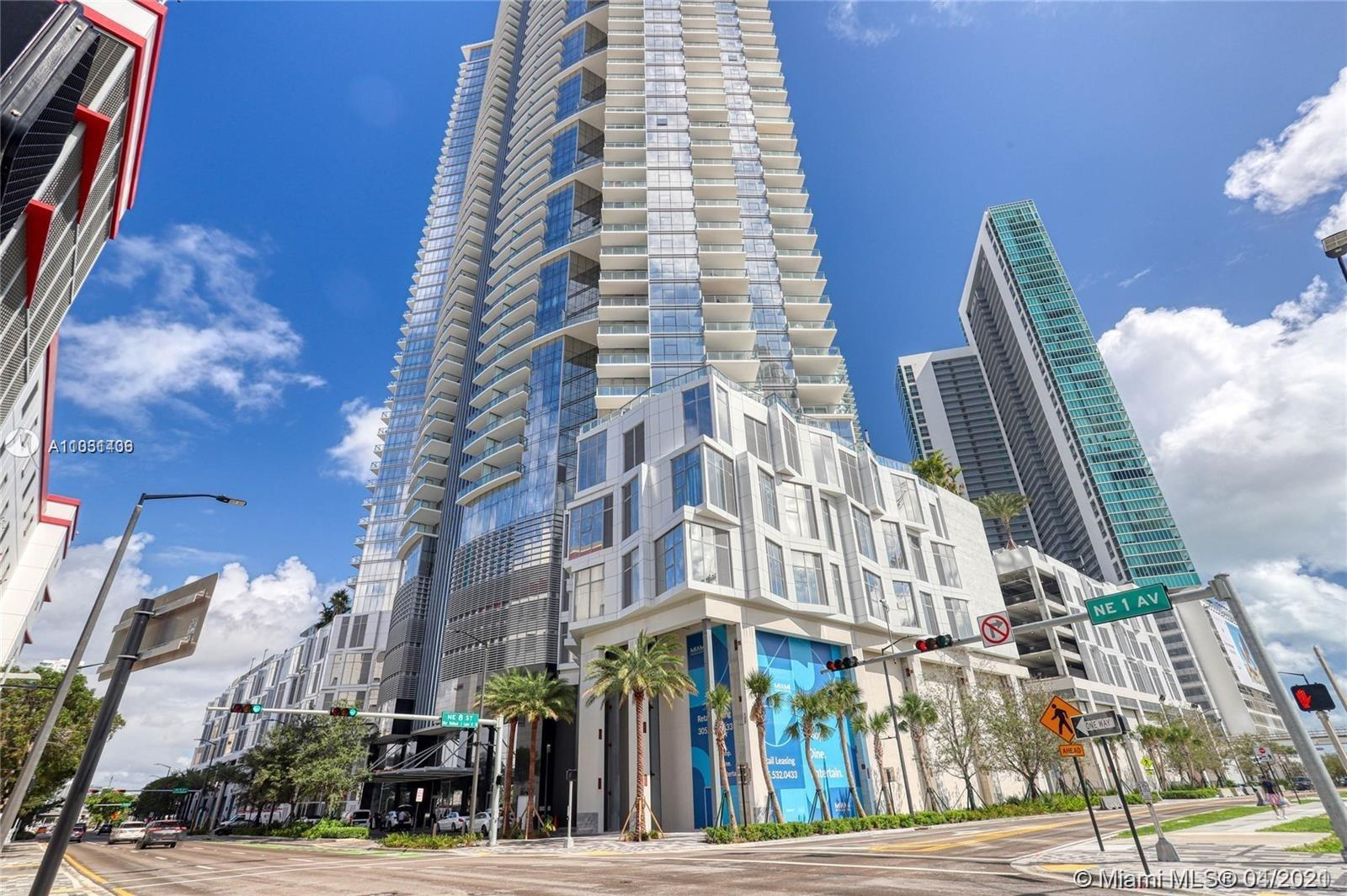 Beautiful and luxurious Condo in Paramount Miami World Center with Ocean views! The condo has a priv