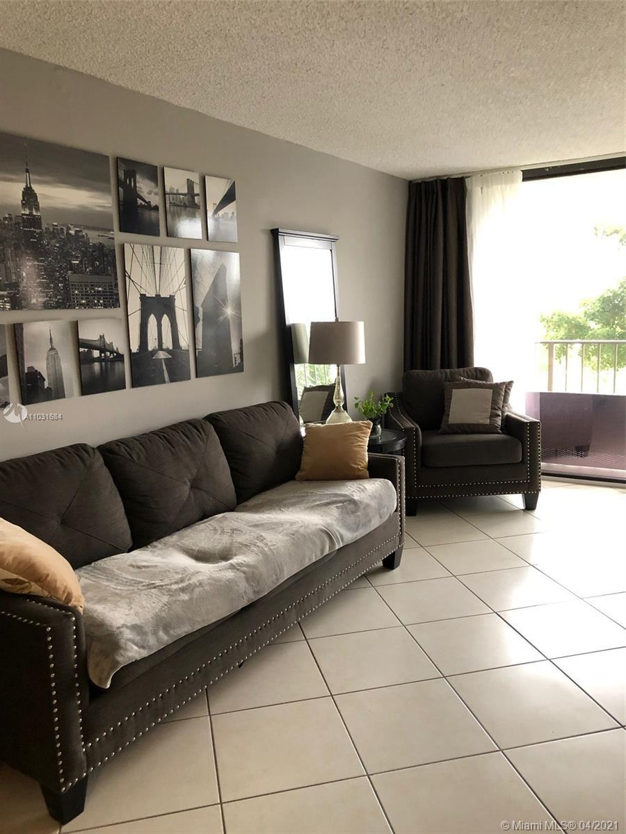 Beautiful  split 2 bed, 2 bath unit in Heart of Sunny Isles, Amassing  water view, Luxury building,