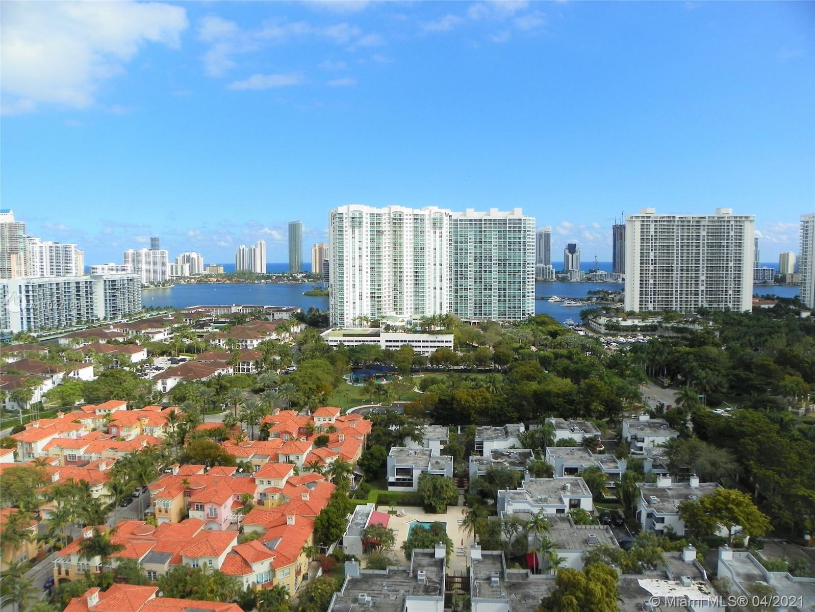 GREAT PENTHOUSE LOCATED IN ONE OF THE BEST RESIDENTIAL AREAS IN AVENTURA. ON 183RD STREET THEAPT HAS
