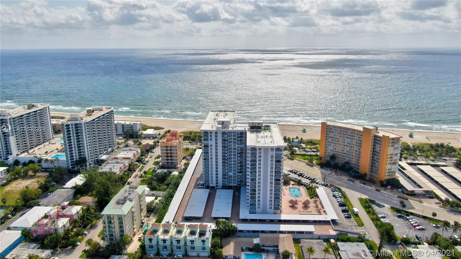 Dreaming Location, beach is right across the street, intracoastal views, spacious condo, large bedro