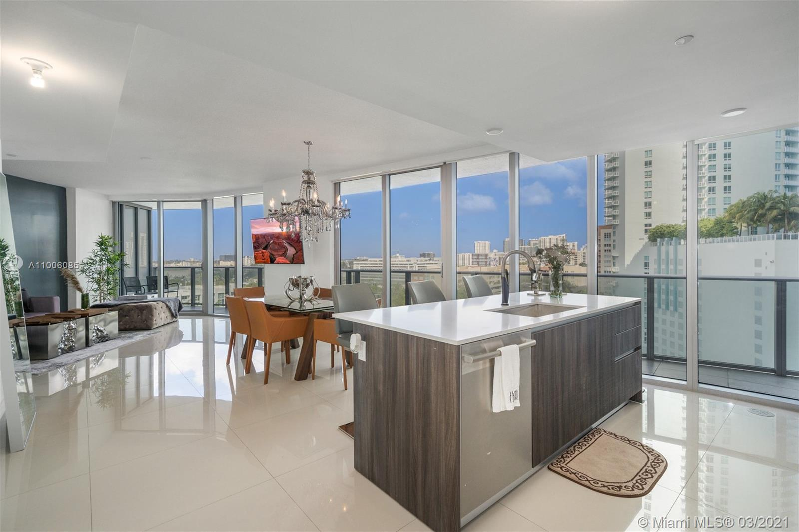 Large 2 bedroom /2.5 bath at Aria, one of the newest luxury buildings in southern Edgewater. Unique