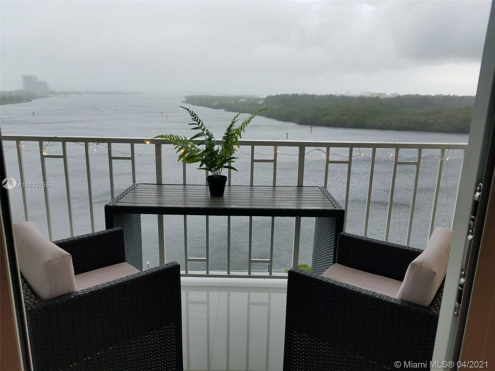 Beauty and very well maintained unit of 1 bed / 1 1.5 bath with MILLION DOLLARS VIEW from windows an