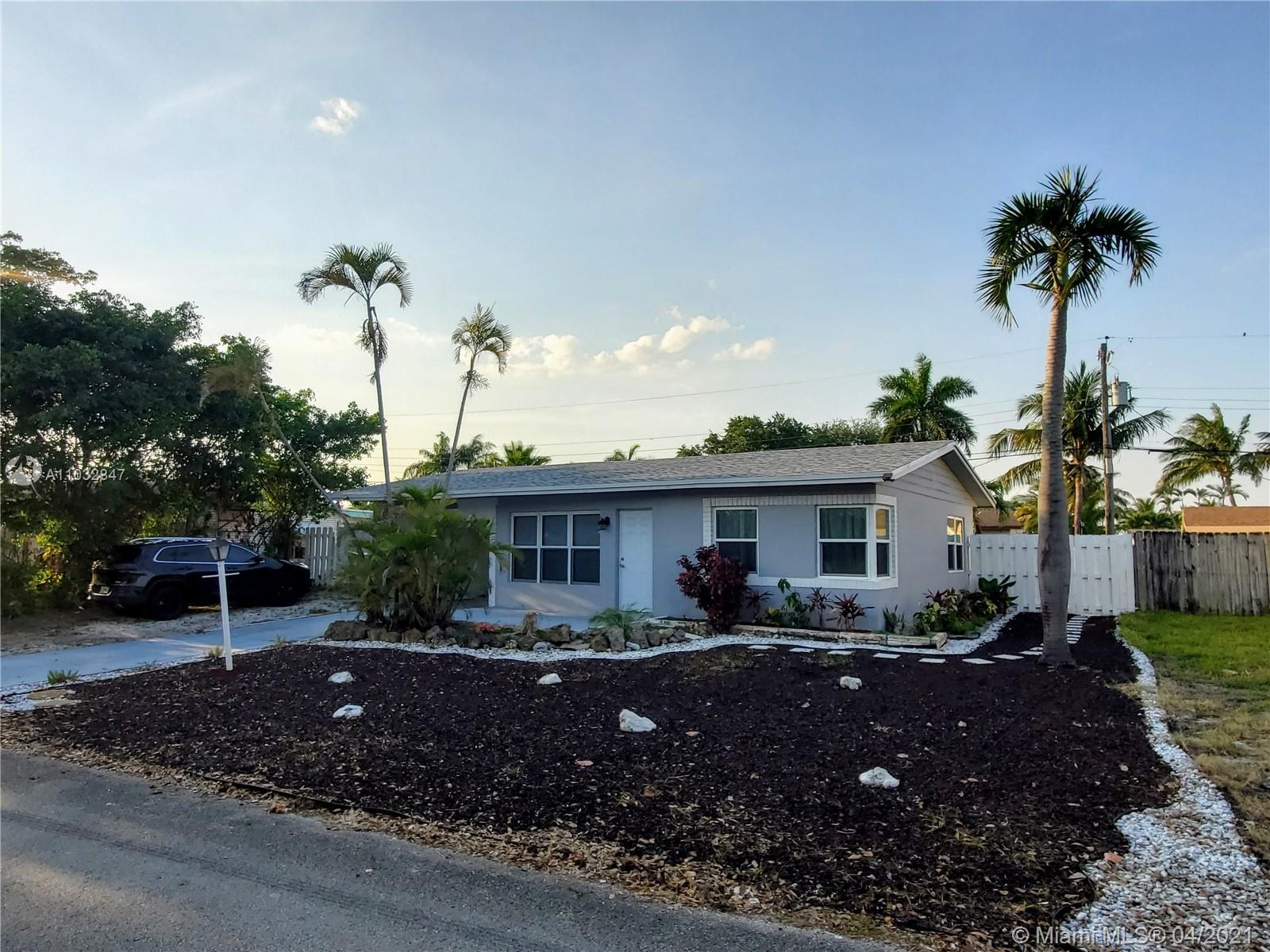 Remodeled 2 bedroom - 1 bath with a bright modern style perfectly blending elegance with functional