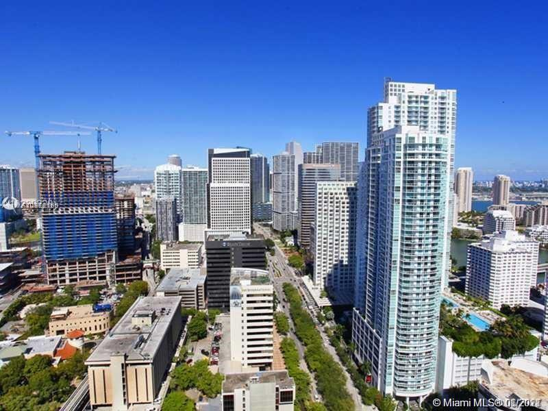 GORGEOUS 2/2.5 CORNER UNIT IN THE HEART OF BRICKELL. AMAZING VIEWS. MARBLE FLOORS. WALK-IN CLOSET. E