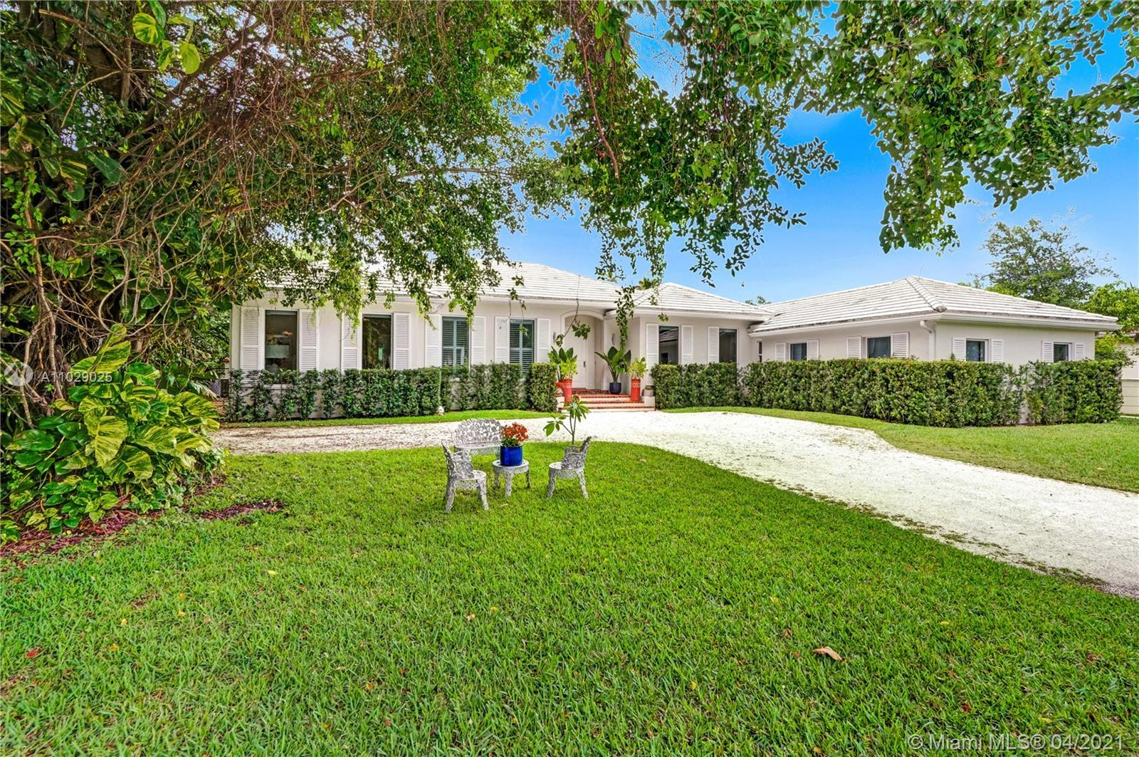 Introducing this bright and open residence in the heart of Miami's famous Design District. Nestled i