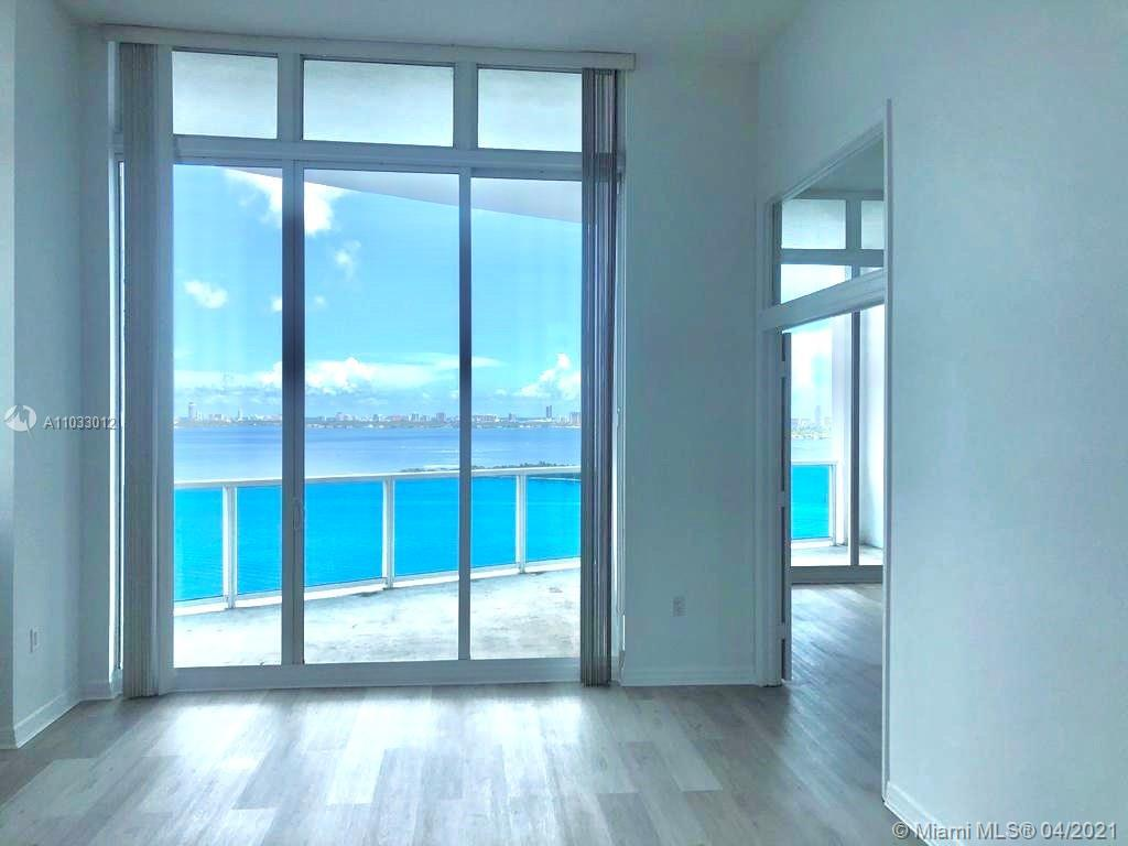 EDGEWATER BEAUTIFUL, SPACIOUS & BRIGHT PENTHOUSE 2 BED+DEN | 2 BATHS, SPLIT PLAN. BRAND NEW FLOOR AN
