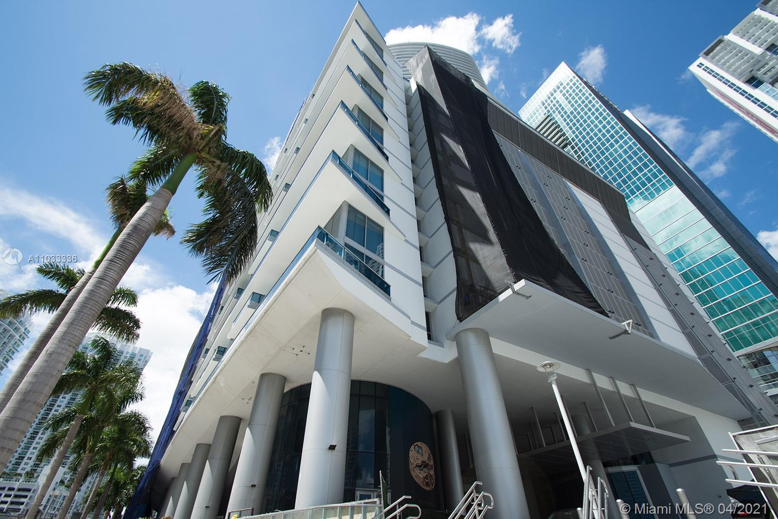 Beautiful unit with great views located in Downtown Miami where Miami River meets Biscayne Bay, allo