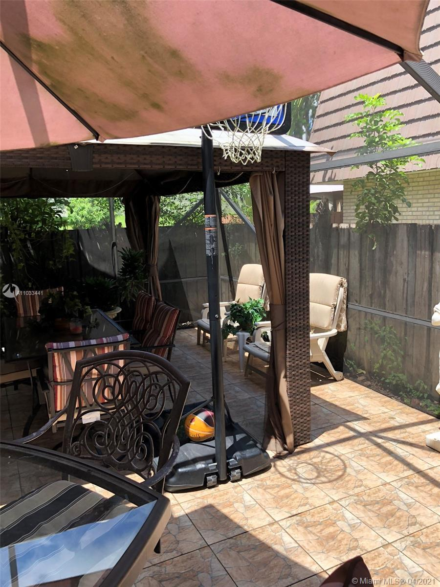 2 BED 2.5 BATH TOWNHOUSE IN SOUGHT AFTER HERITAGE VILLAGE, WALKING DISTANCE TO POOL, 3 ADDITIONAL PA