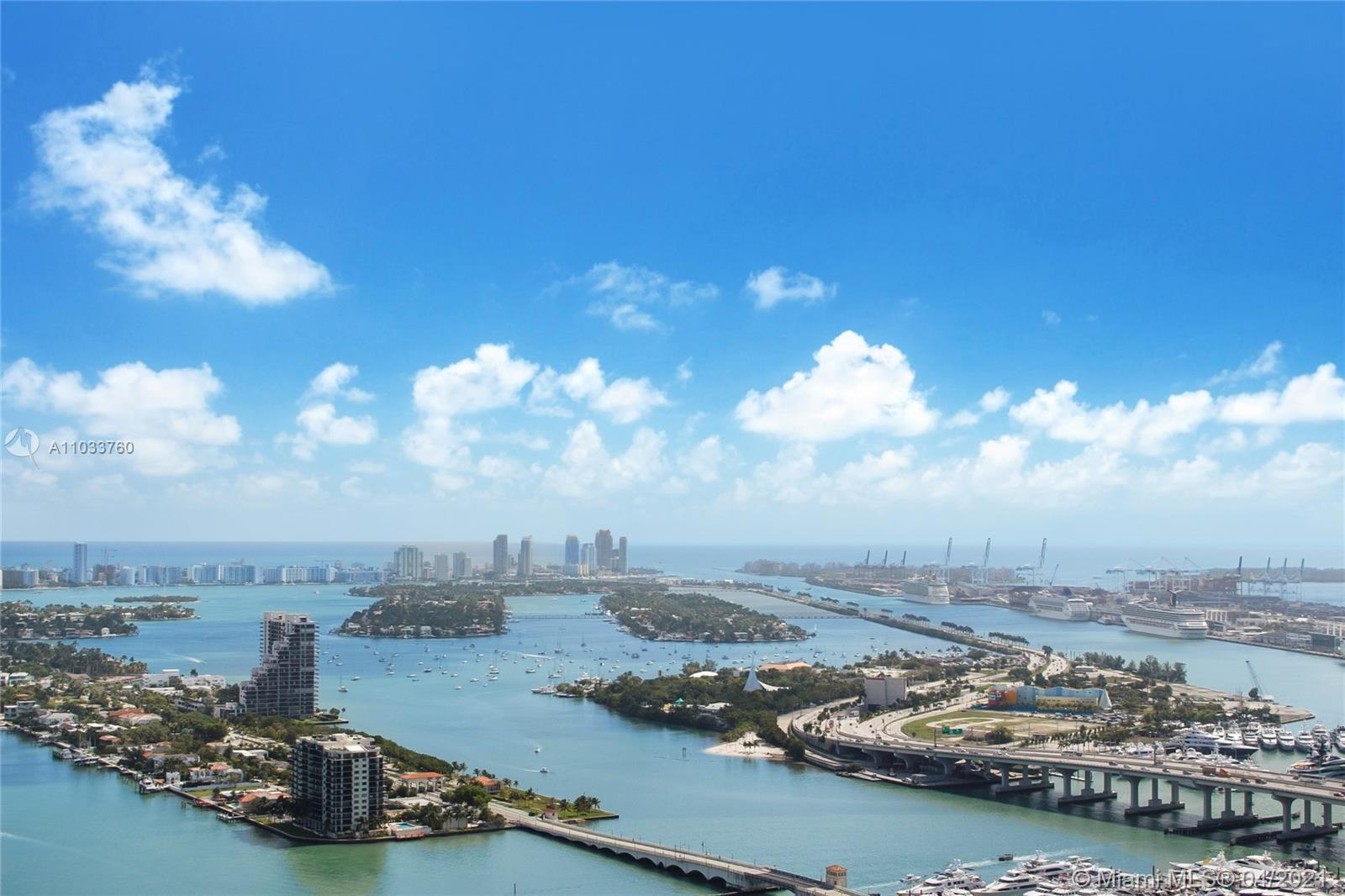 Large 3 bedroom residence on the 45th floor with unobstructed views of Biscayne Bay, Downtown/Bricke
