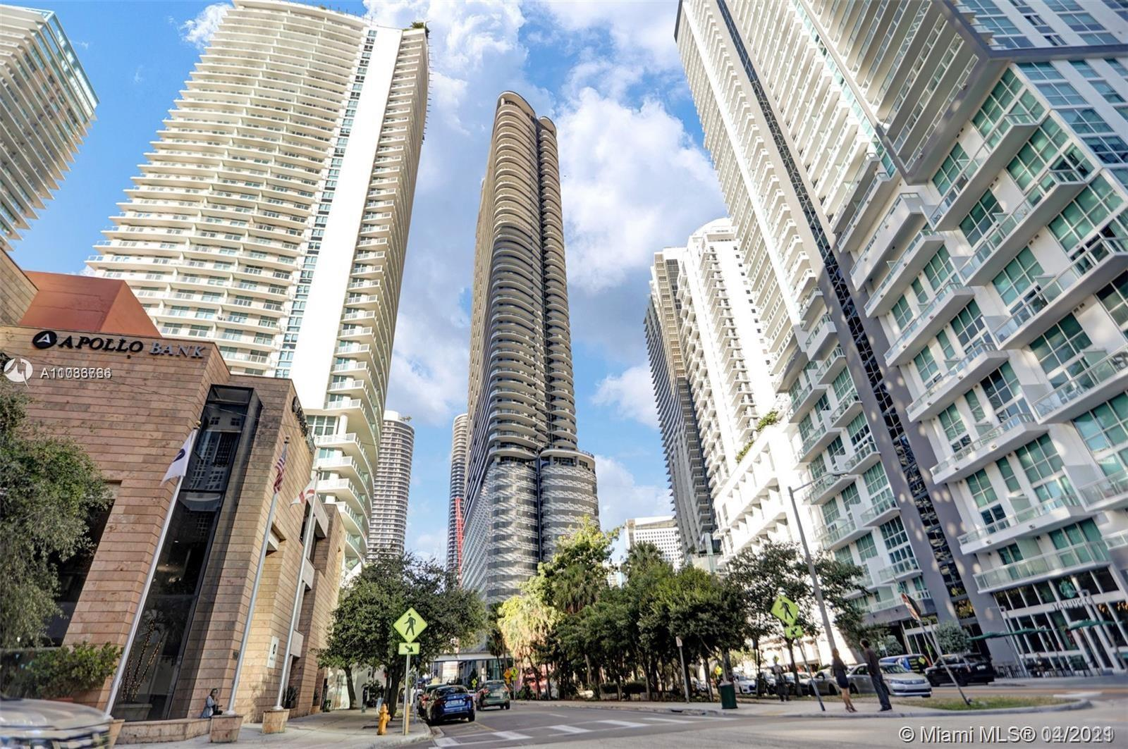 A beautiful 2 bed / 2.5 bath unit, located in the heart of Brickell. This unit is fully furnished by