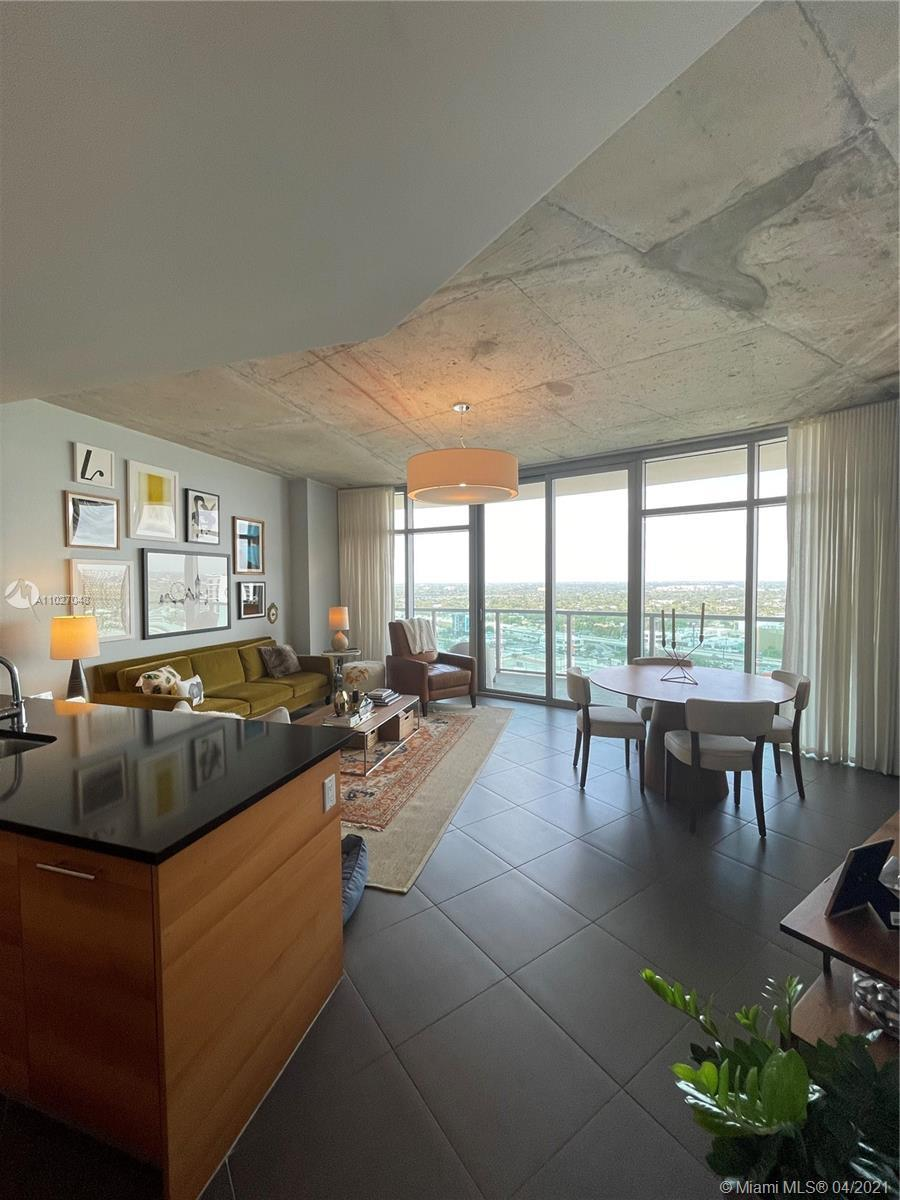Beautiful contemporary condo, developed by Midtown Group and designed by Nichols Brosche Sandoval.
