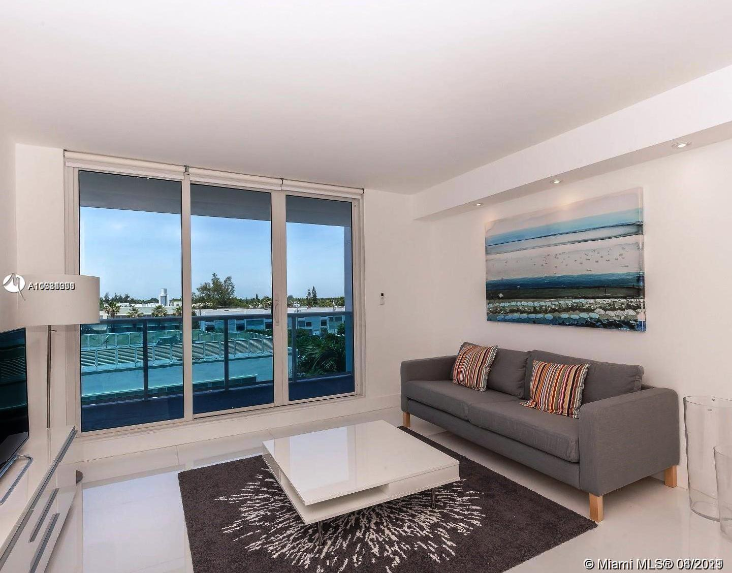 Beautiful Apartment located in one of the best buildings in Miami beach with beach access. Unit tota