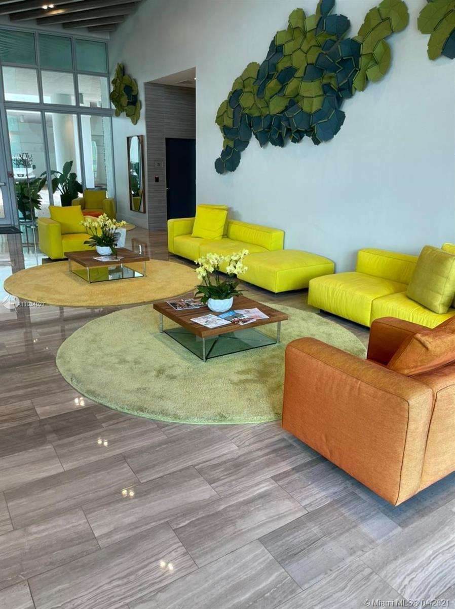 excellent condo with two garages covered very close to elevator, jacuzzi, solarium, gym and meeting
