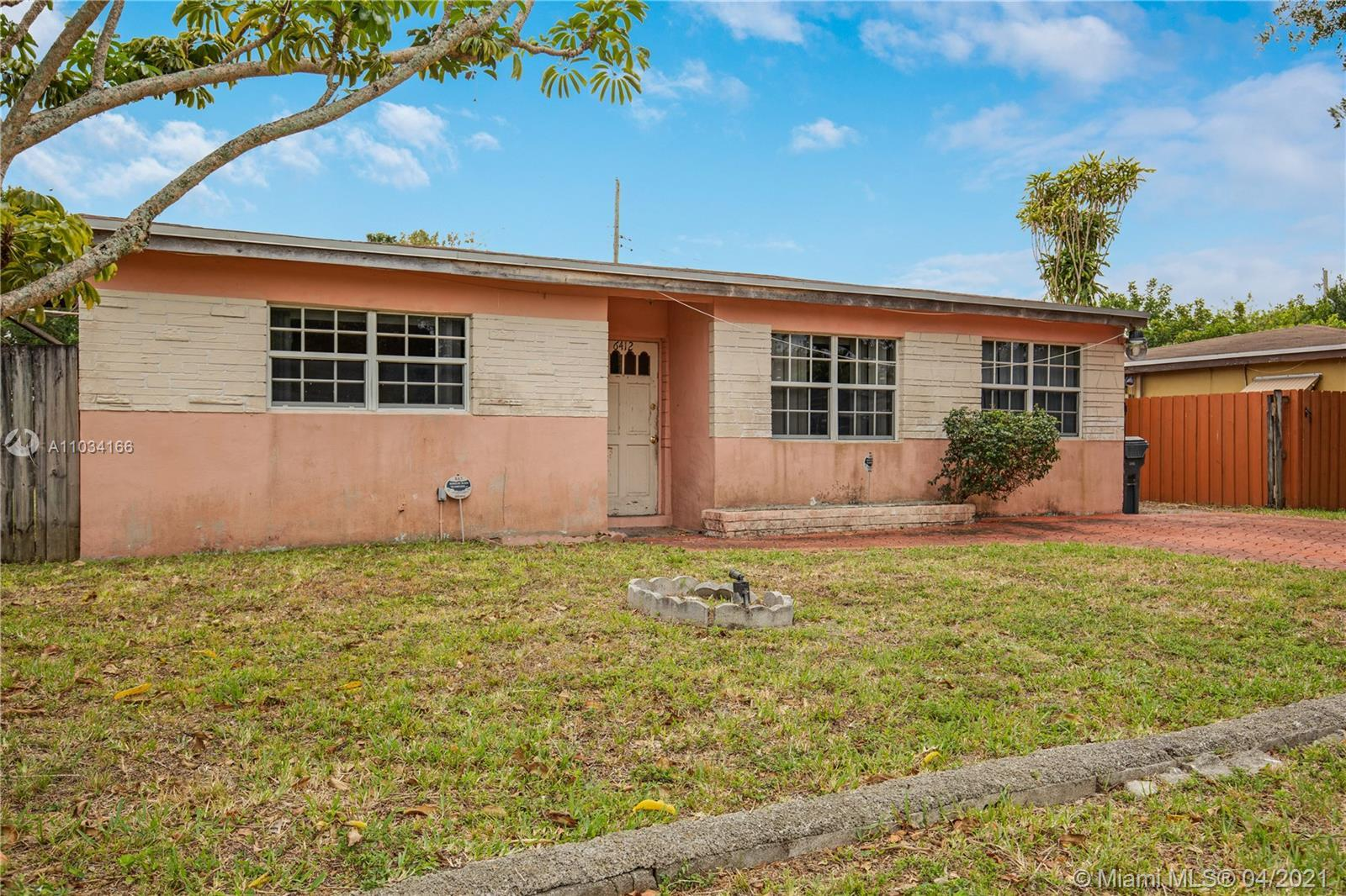 3 Bdr/ 2 bath home in Hollywood with a pool.  Home has a lot of potential. Cash only due to conditio