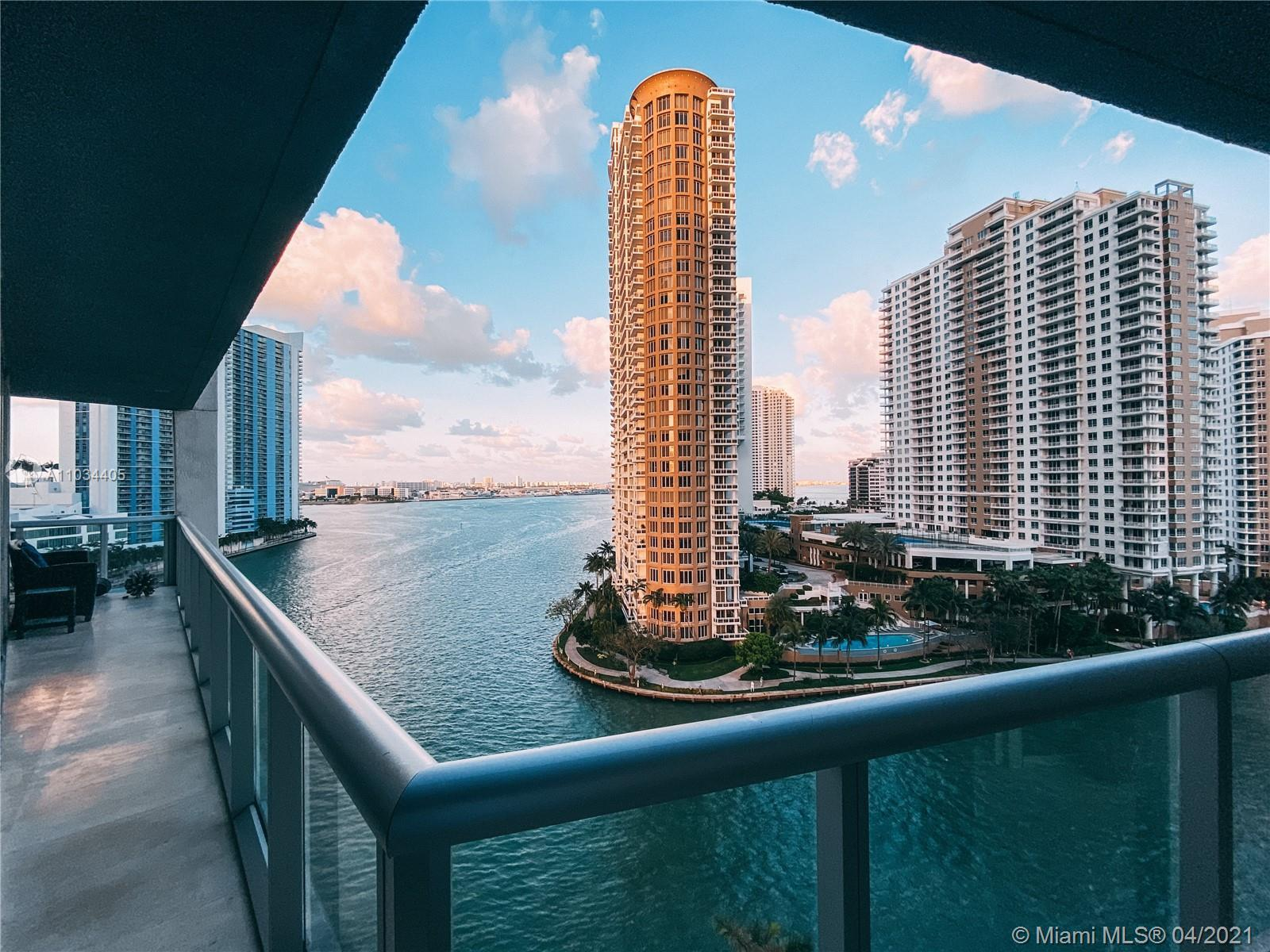 Located on the prestigious Brickell Avenue, at the intersection of Downtown Miami and Brickell. Icon