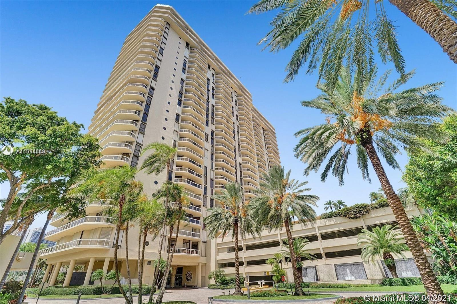 Spectacular apartment with the spectacular view of the ocean, intracoastal, city and gulf course! Th