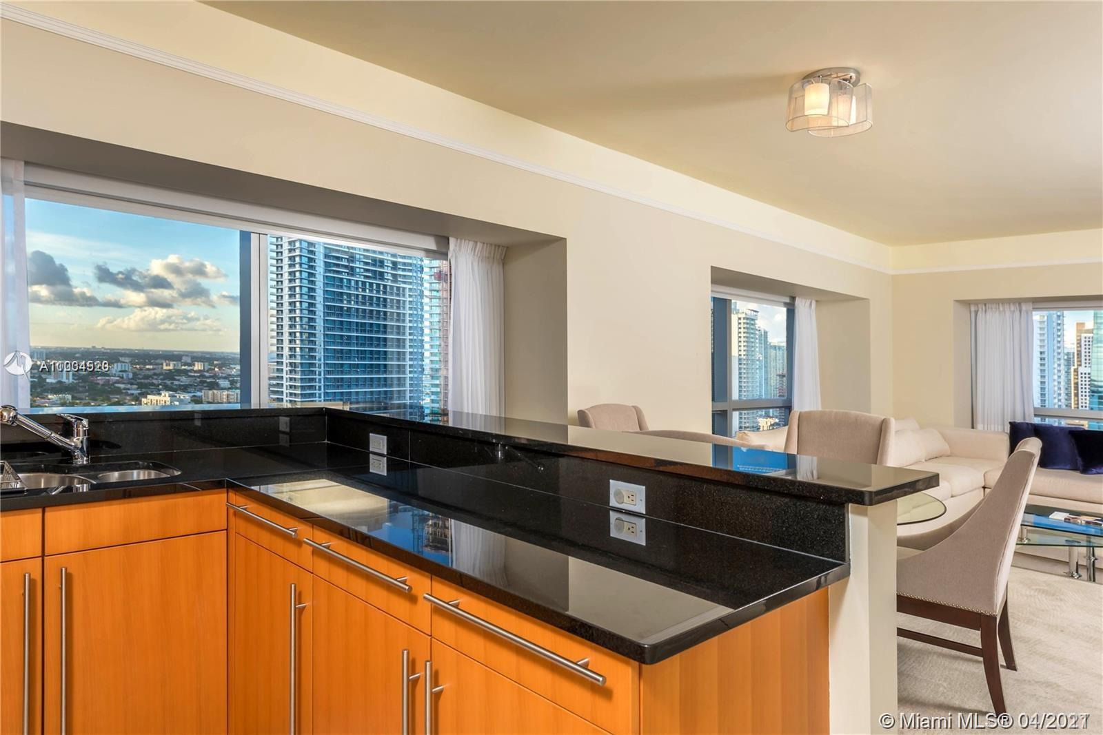 Beautiful 2 Bedroom 2 and a half bathroom corner unit, fully furnished, with spectacular city and ba