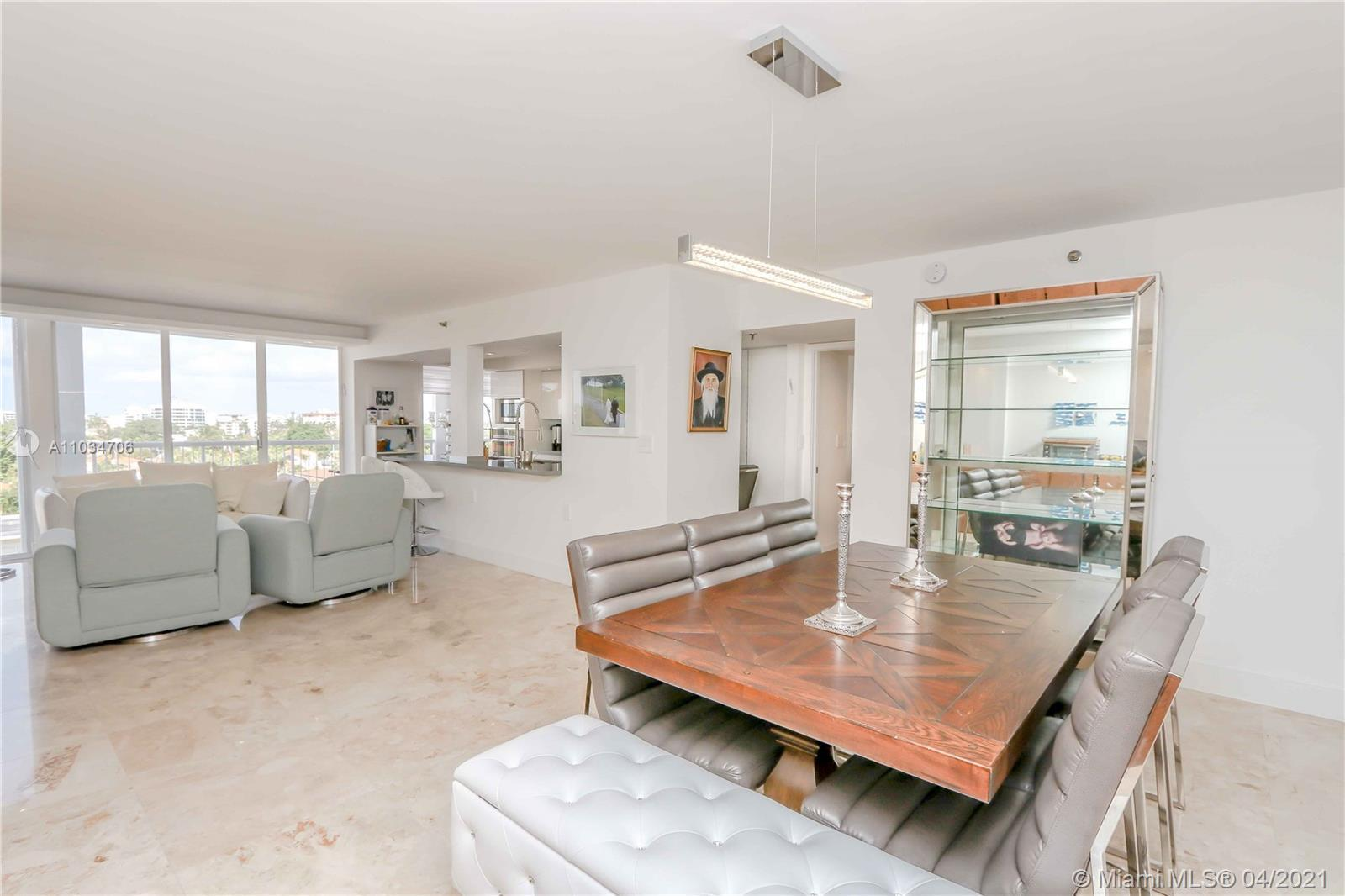BEACH DIRECT ACCESS/FINEST NEW RENOVATED 1.863 SQFT LEAVING AREA: 3 BEDROOM/2,5 BATHROOMS IN MARBLE/