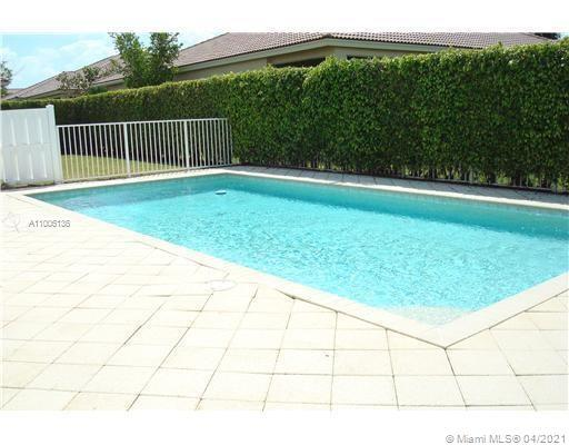 VILLA with  2 bedrooms plus Den that you can convert to 3 bedrooms or home theater room. (3 bedrooms
