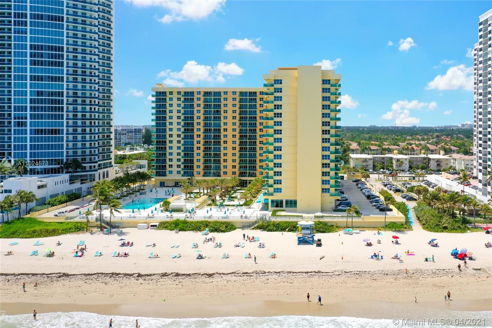 1 Bedroom / 1.5 Bathrooms apartment in the oceanfront condominium The Wave at Hollywood Beach. Kitch