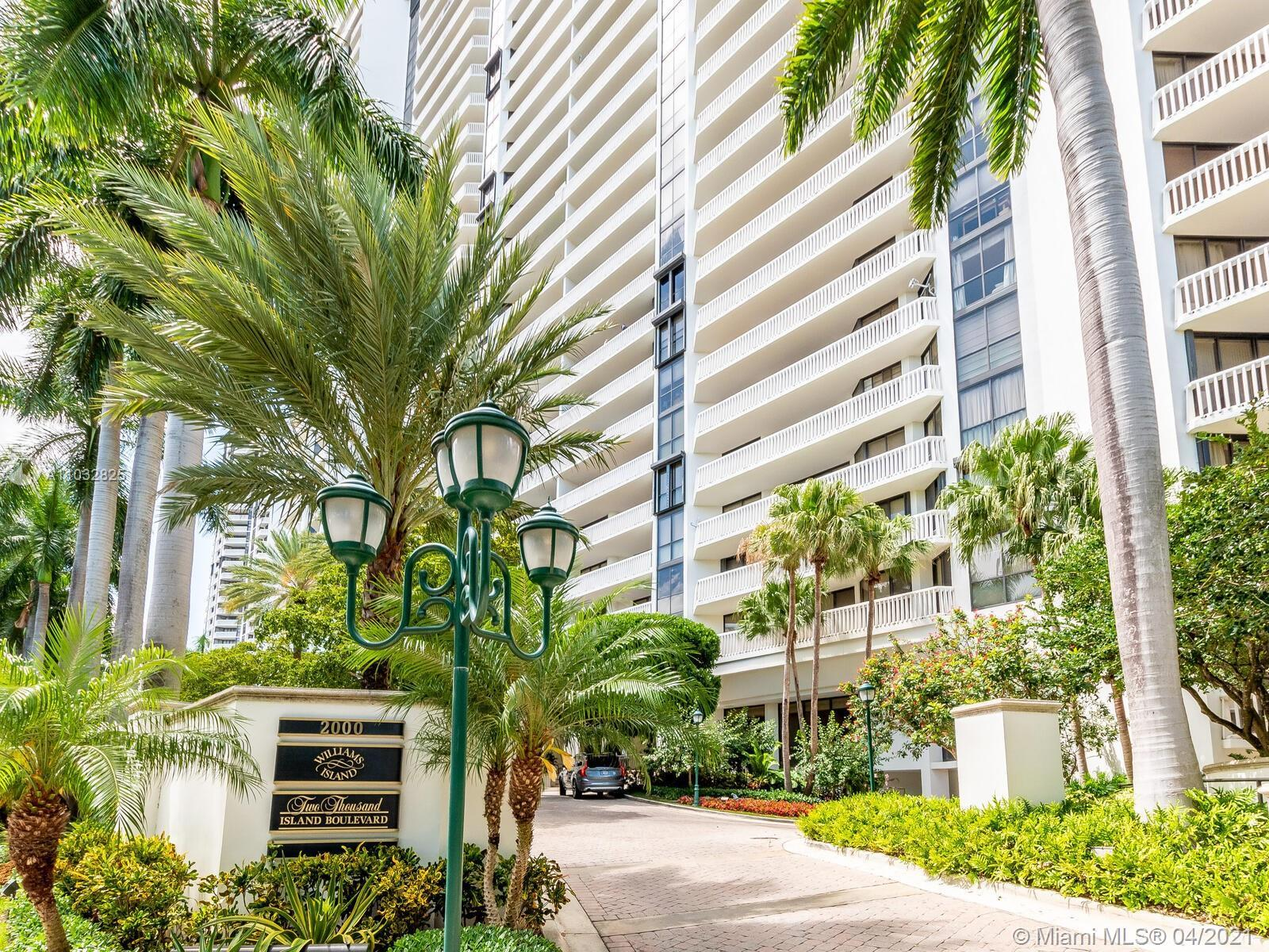 PRESTIGIOUS WILLIAM ISLAND, LARGE 2 BEDROOM / 2 BATHROOMS 1,750 SQFT WITH SPLIT FLOOR PLAN. HUGE BAL