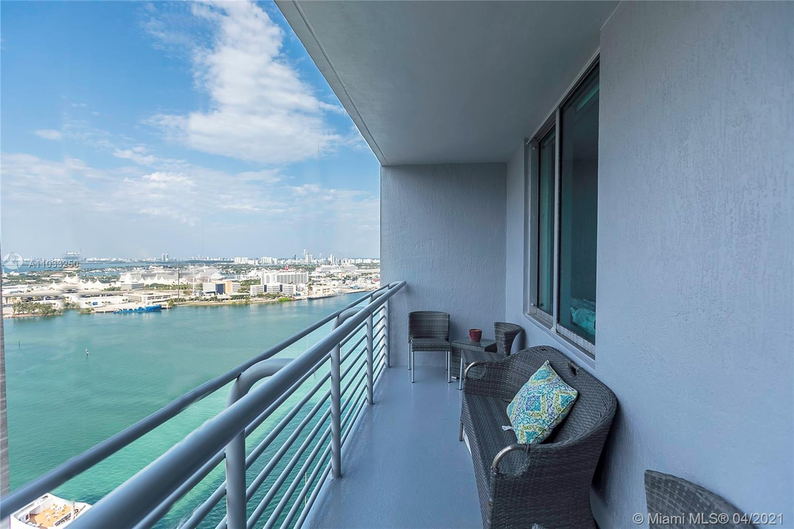 Beautiful 1bd 1bth condo with direct views of Biscayne Bay, Bayfront Park and Miami Skyline. Condo i