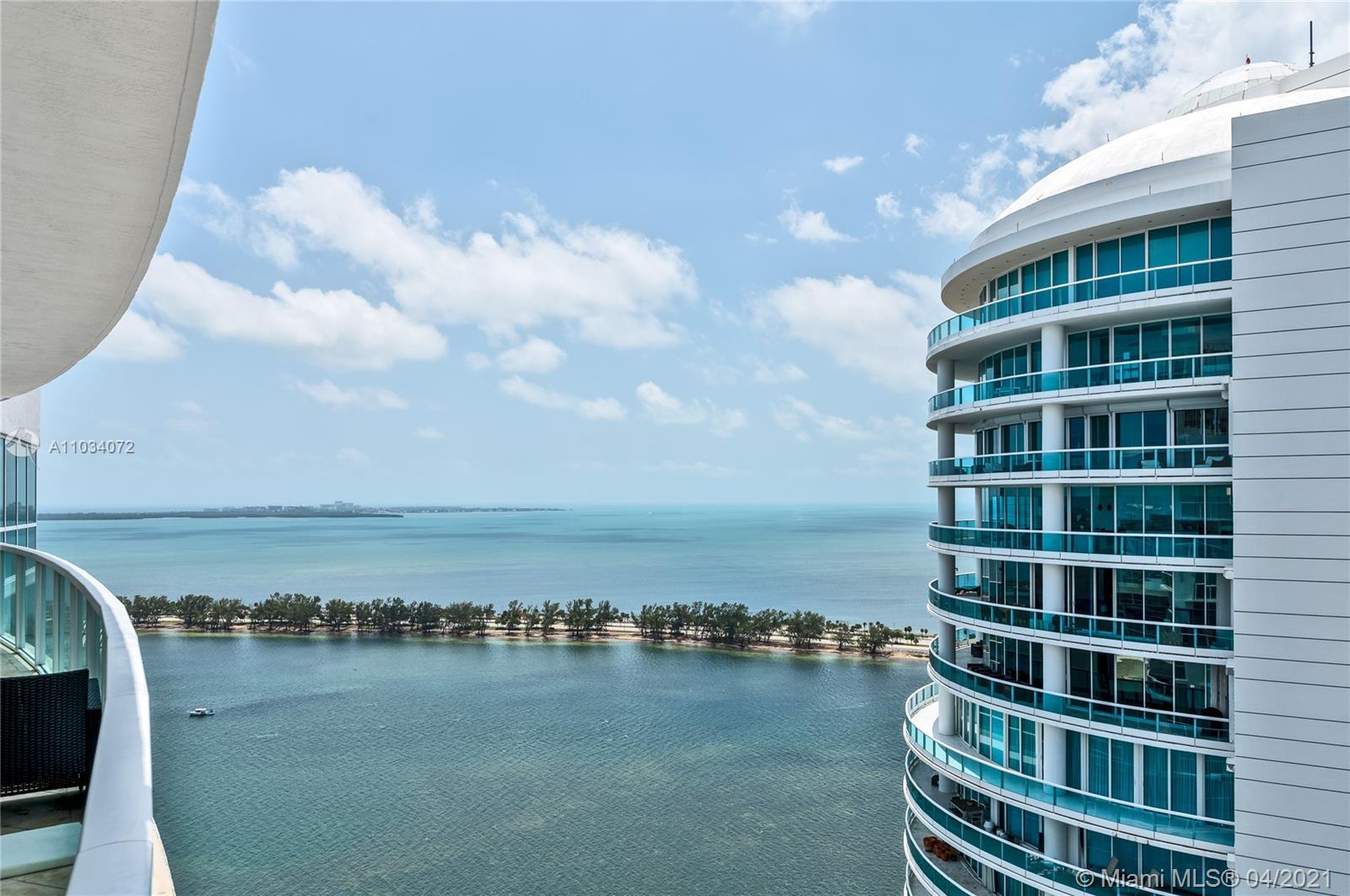 AMAZING UNIT ON THE 35th. FLOOR LOCATED IN BRICKELL AVE. LARGE BALCONY WITH OCEAN AND CITY VIEWS. GR
