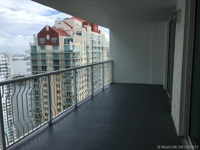 BEAUTIFUL UNIT ON THE 36TH FLOOR WITH WATER AND CITY VIEWS. CONDO HAS BEEN UPDATED AND IN GREAT COND