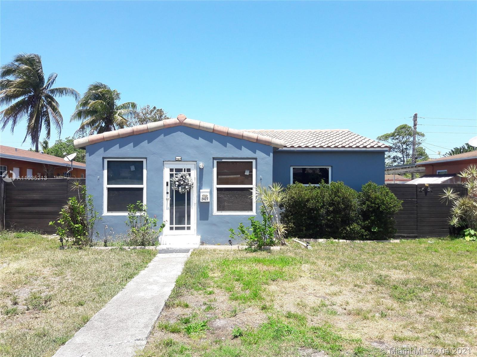 A charming and updated single family home less than 2-miles from the beach & downtown Hollywood! Upg