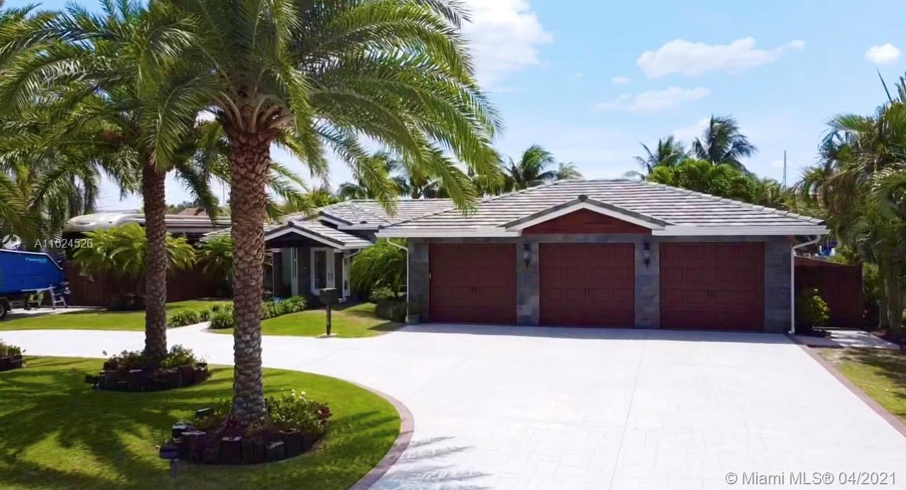 Waterfront /Spectacular 10 min to the Ocean with an ½ acre (17000 sqft2+) lot size with over 100' of