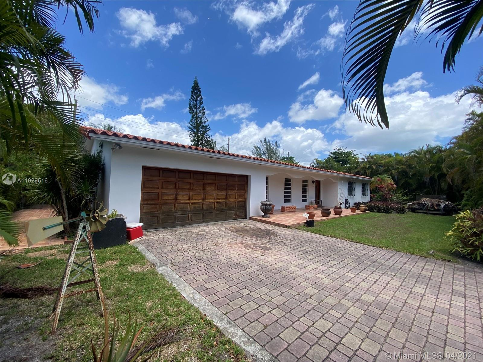 LOCATION, LOCATION, LOCATION!!!!   Lovely home in highly desirable North Pinecrest! Enjoy this spaci