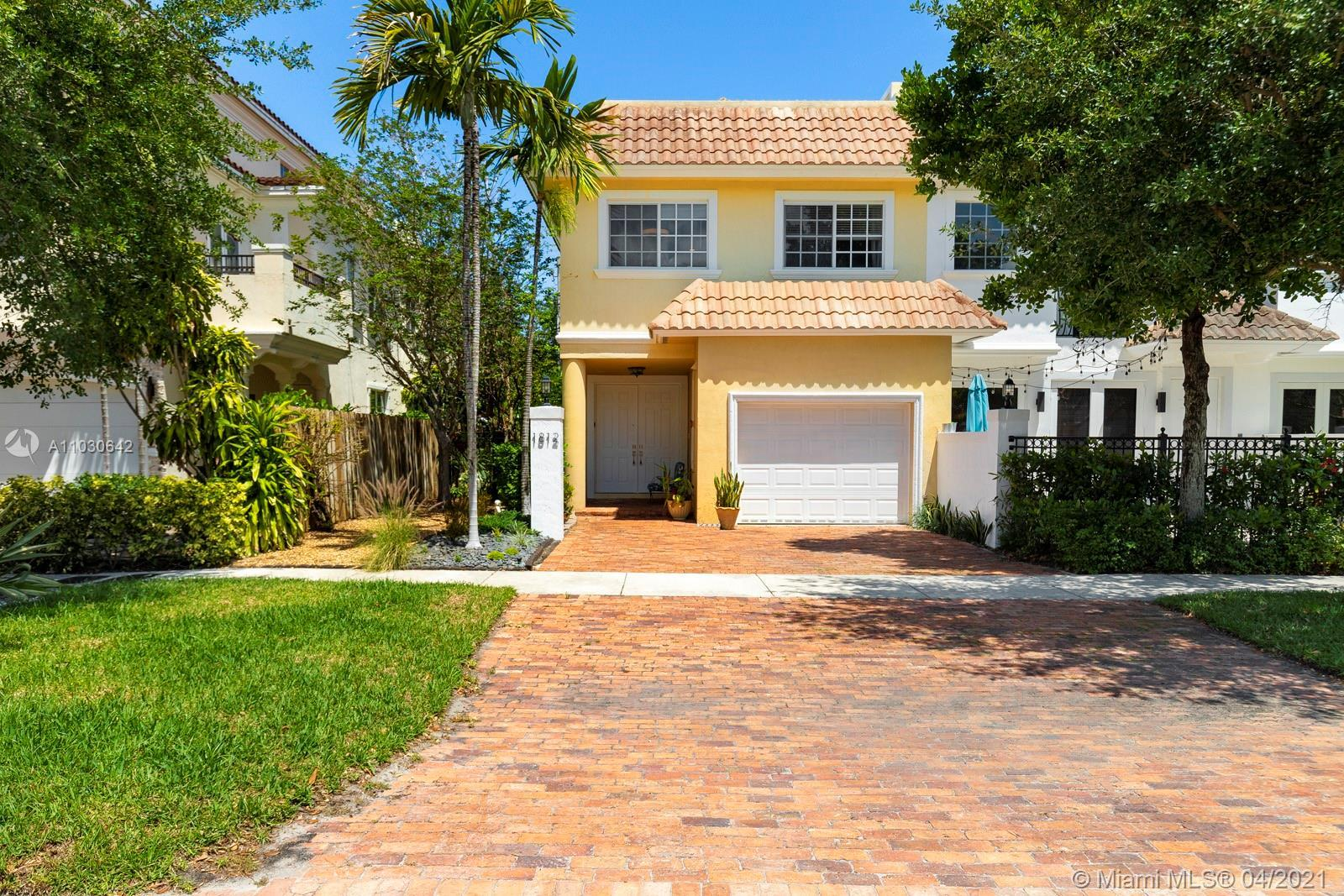 Fee Simple, No HOA, end-unit, tri-level townhome in sought after Coral Ridge. 3 large bedrooms, 3.5