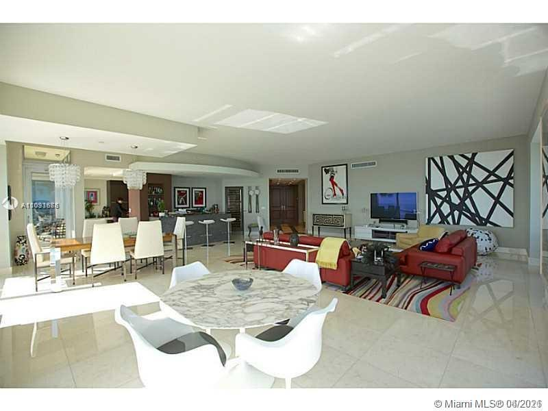 BEUTIFUL RESIDENCE OFFERING  bay  unobstructed panoramic views , corner residence line   Beautifully