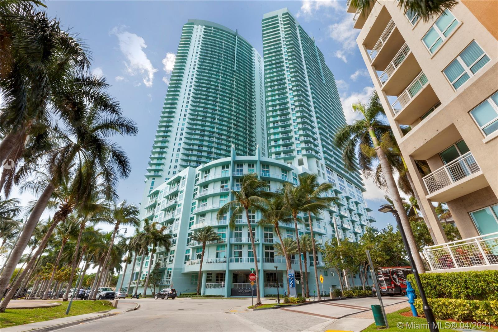 Spacious 1BD/1.5BA at Quantum on the Bay. Centrally located, offering wood floors throughout, open c