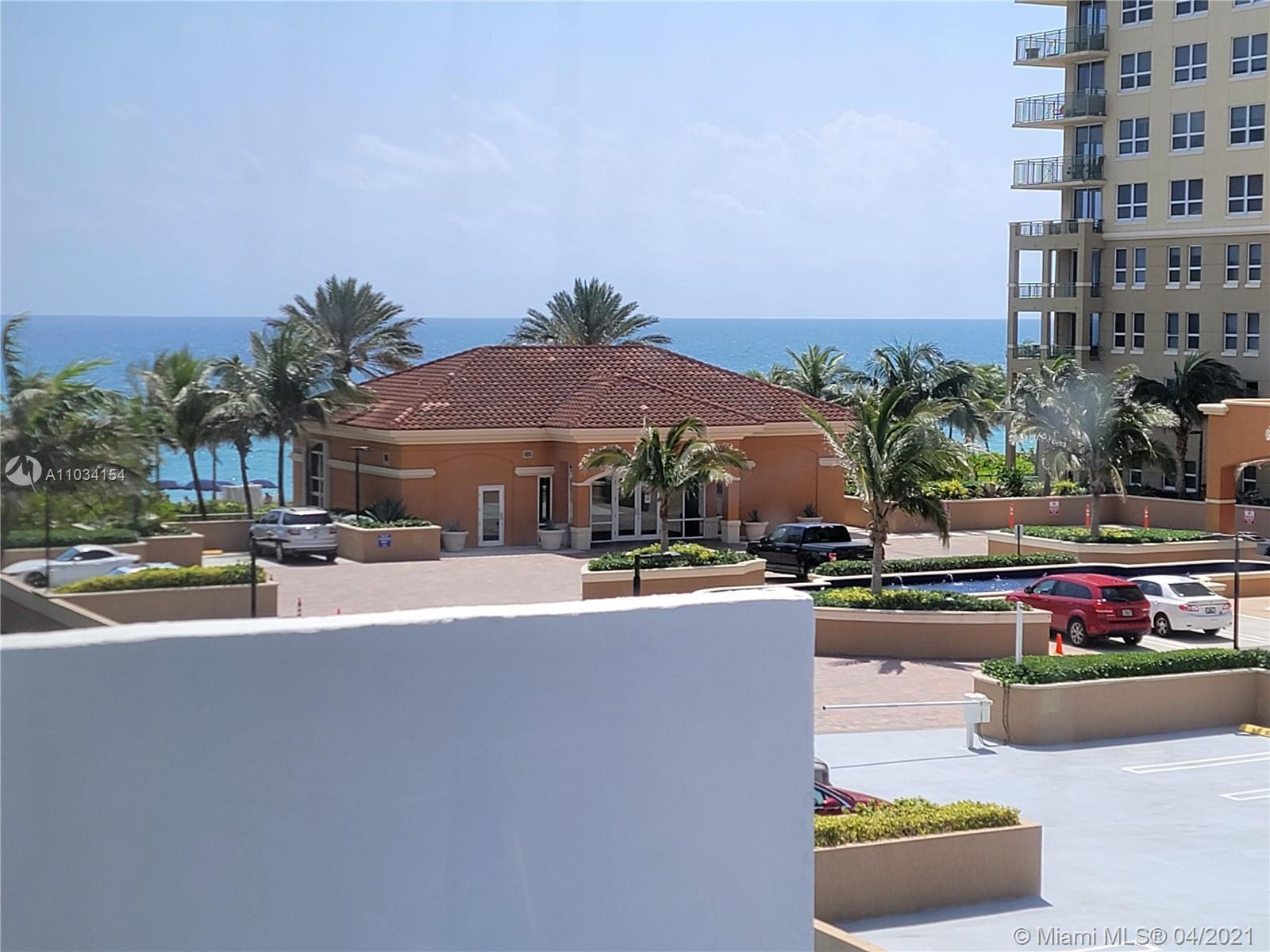 EASY BEACHFRONT LIVING!  PARTIAL OCEAN VIEWS FROM THE LARGE OPEN SOUTHEAST BALCONY. CUTE FUN, BEACHY