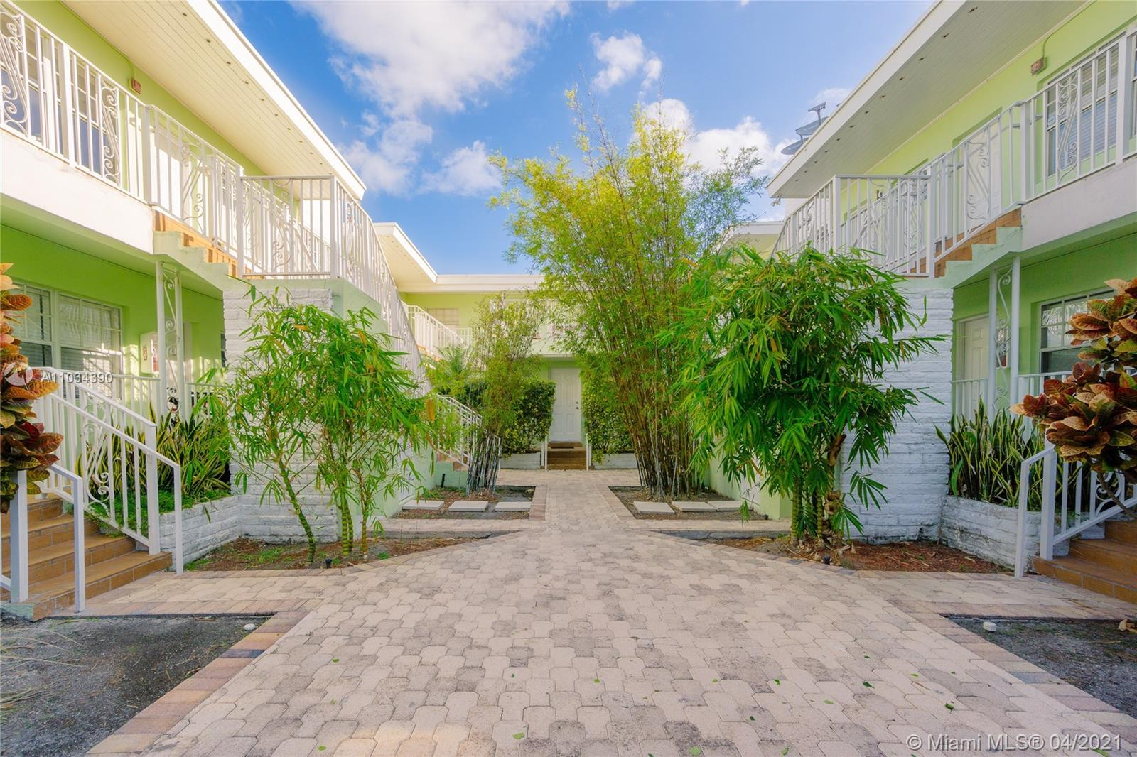 Biggest unit in the very desirable Jefferson Court Condo. Beautiful and huge 2 bedrooms, 1.5 Bathroo