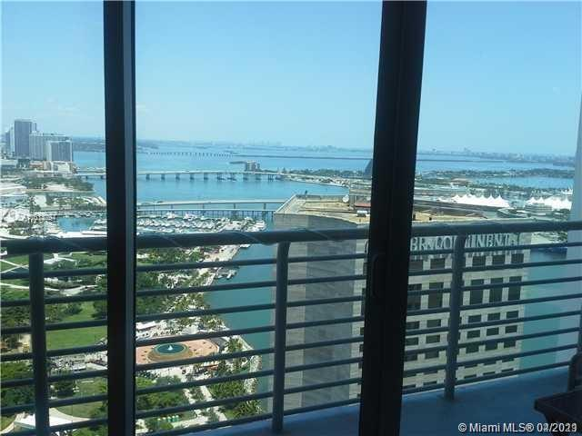 Beautiful 1BR, 1BA condo for sale in Downtown Miami. Enjoy stunning views of Biscayne Bay, South Bea