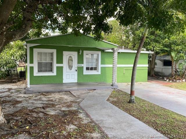 Single family located in an established neighborhood in Hollywood within easy access to I-95, shoppi