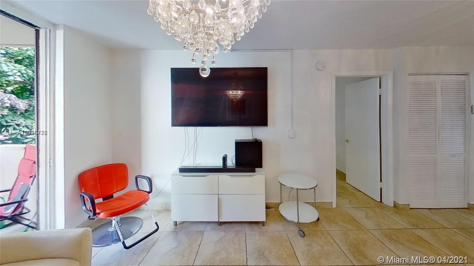 Magnifique opportunity to get this gorgeous unit already rented! Nice living room, 1 big bedroom wit
