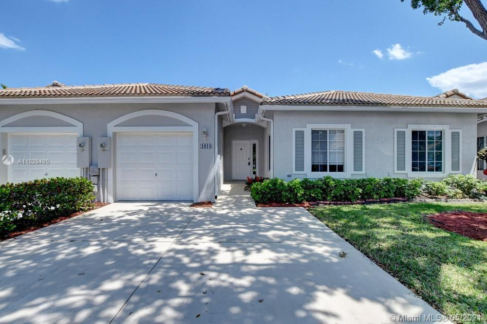 Gorgeous 2 bedroom 2 bathroom villa with a garage in the community of Waterways. Throughout this hom