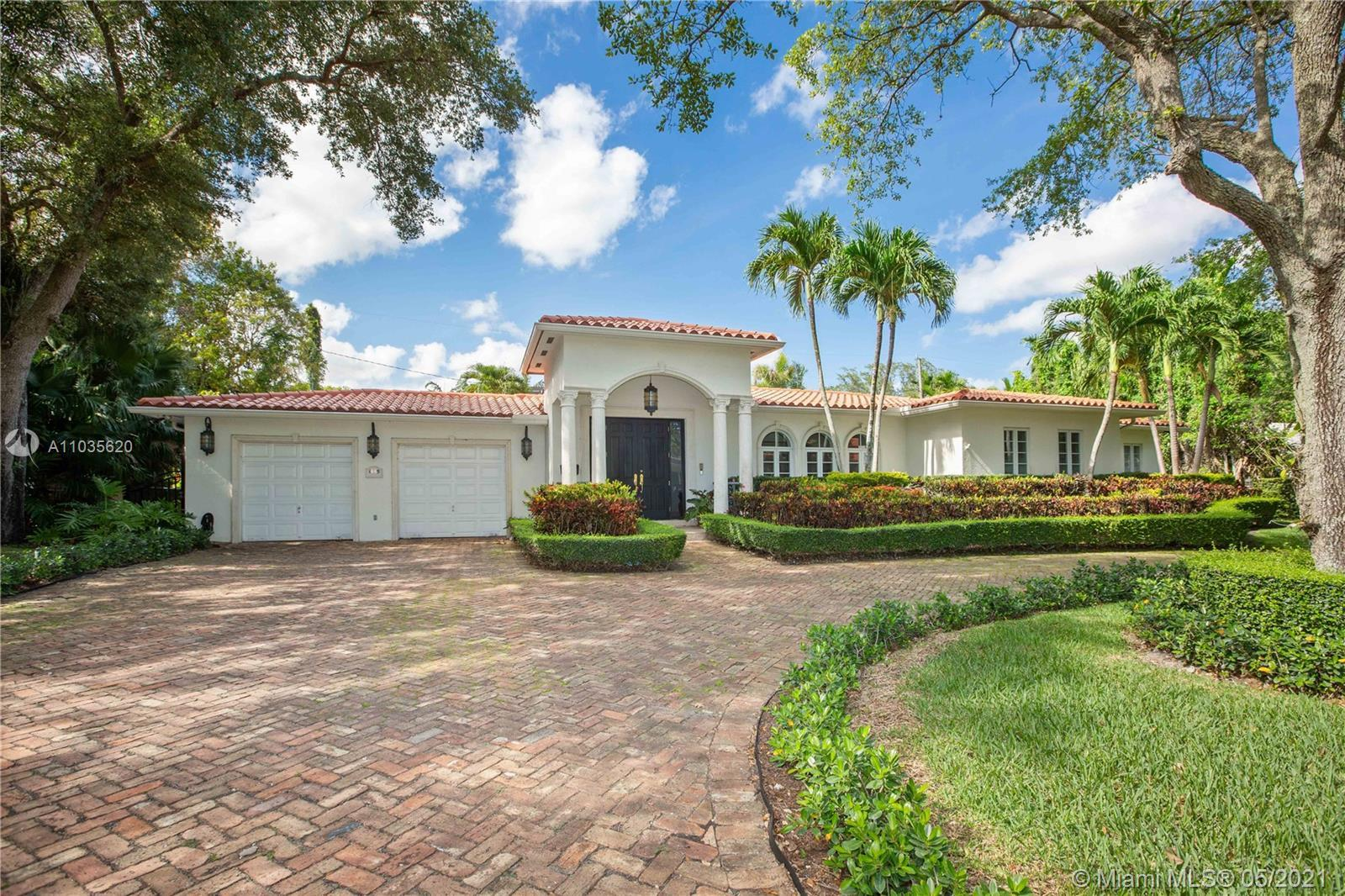 Beautiful Mediterranean Home in Coral Gables. 4-bedrrom, 3.5 baths on a large 12,500 sq.ft. lot. Thi