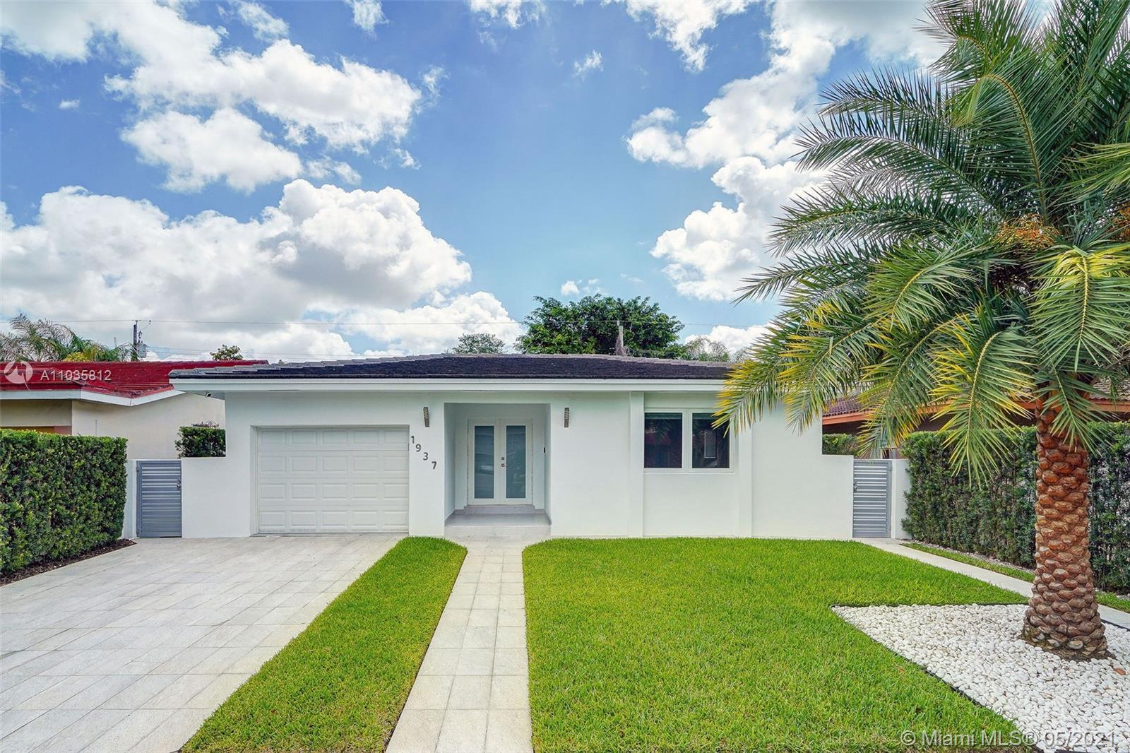 Beautiful single home in Coral Gables, spacious layout, renovated.  Tasteful Italian kitchen cabinet