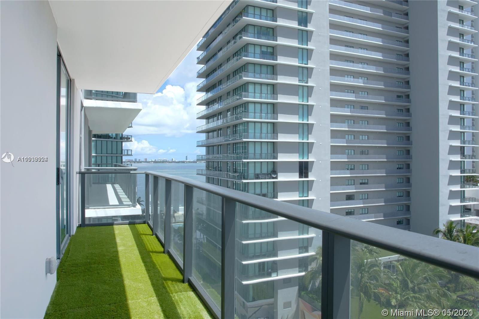Amazing Unit at the Brand New Paraiso Bayviews! 1 Bed+1 Den/ 1 Bath. Large balcony, open concept, to