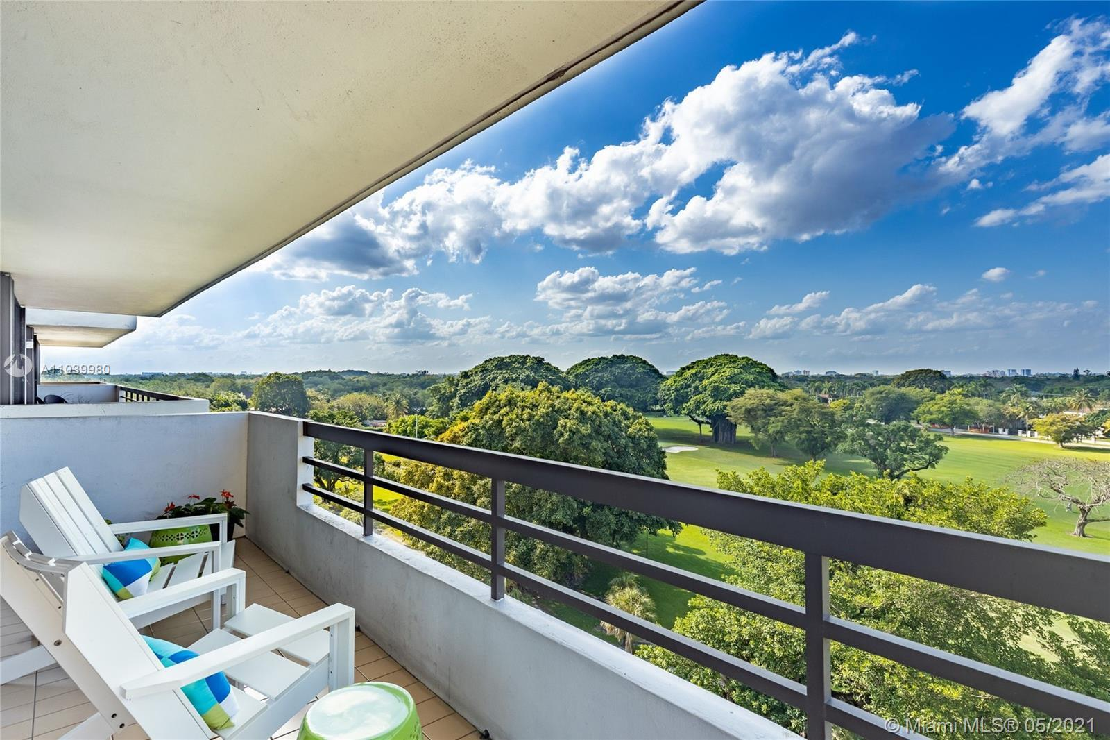 Beautiful, fully remodeled, turn-key apartment overlooking the Granada Golf Course. This apartment h