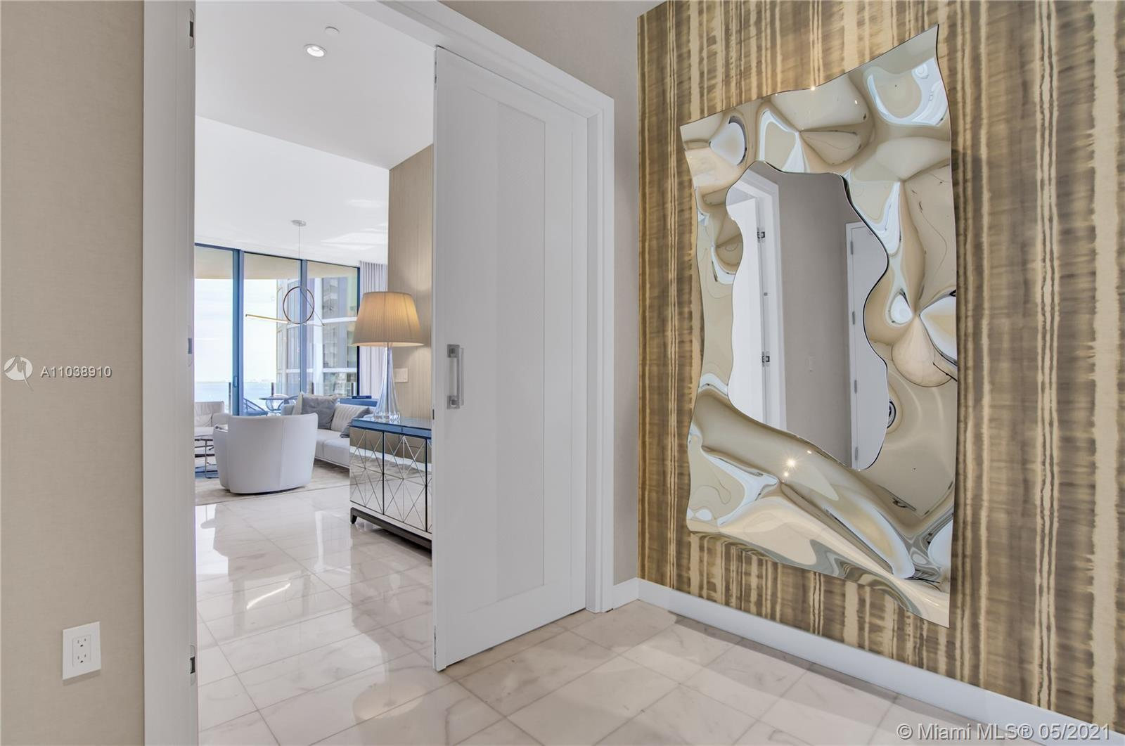 The most coveted line in Park Grove, this corner, high-floor 16A residence boasts formidable bay and