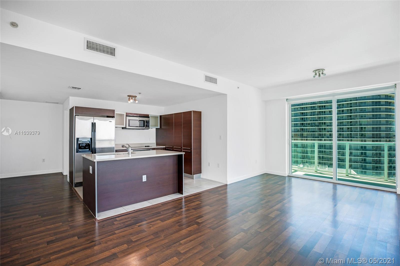 Beautiful 2 bed/2.5 bath condo, located in Edgewater. This modern unit comes fully equipped, ready t