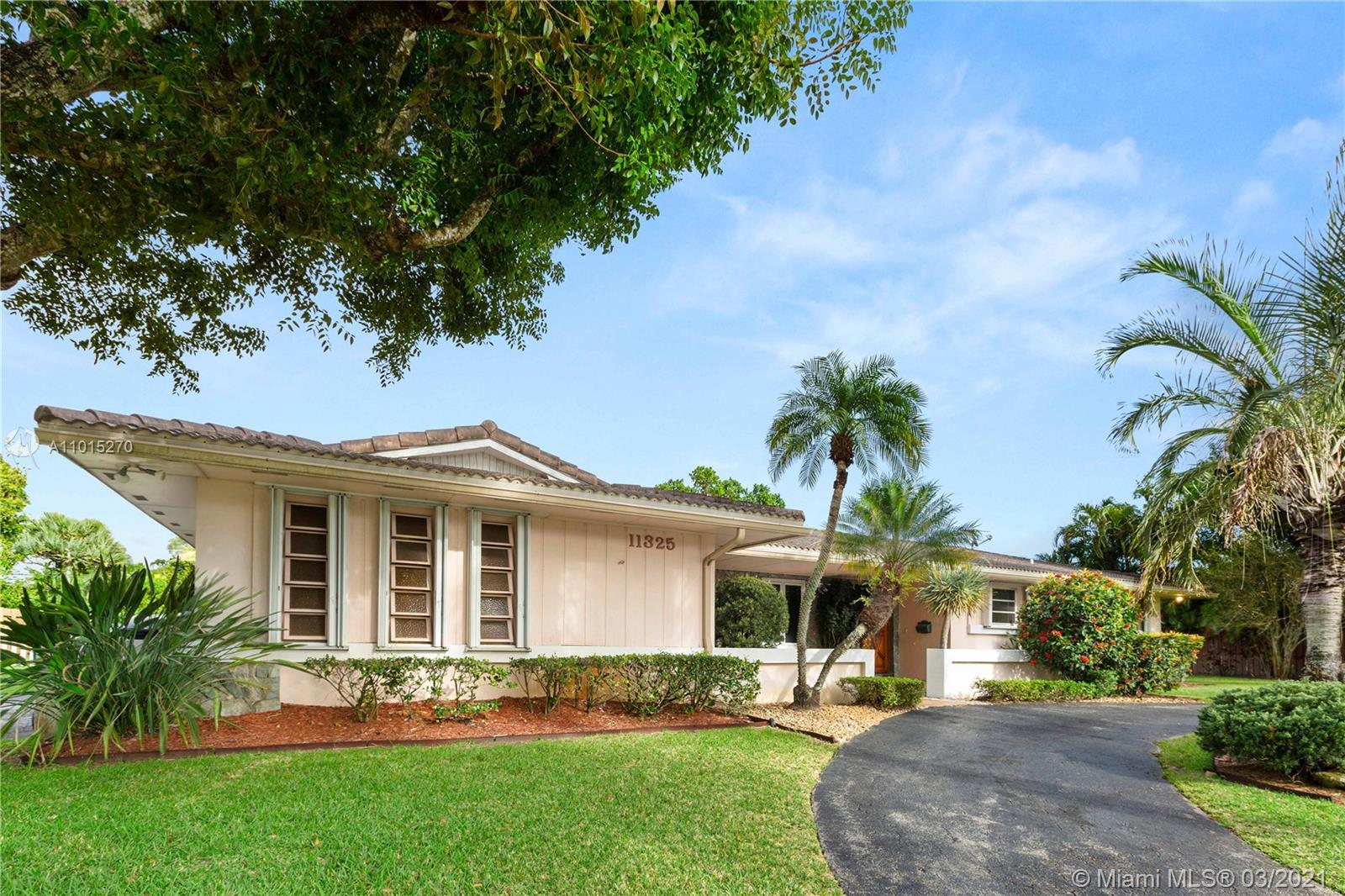 A diamond in the rough. Amazing 5 bed 3 bath pool home awaits your touches. Split plan around the fa