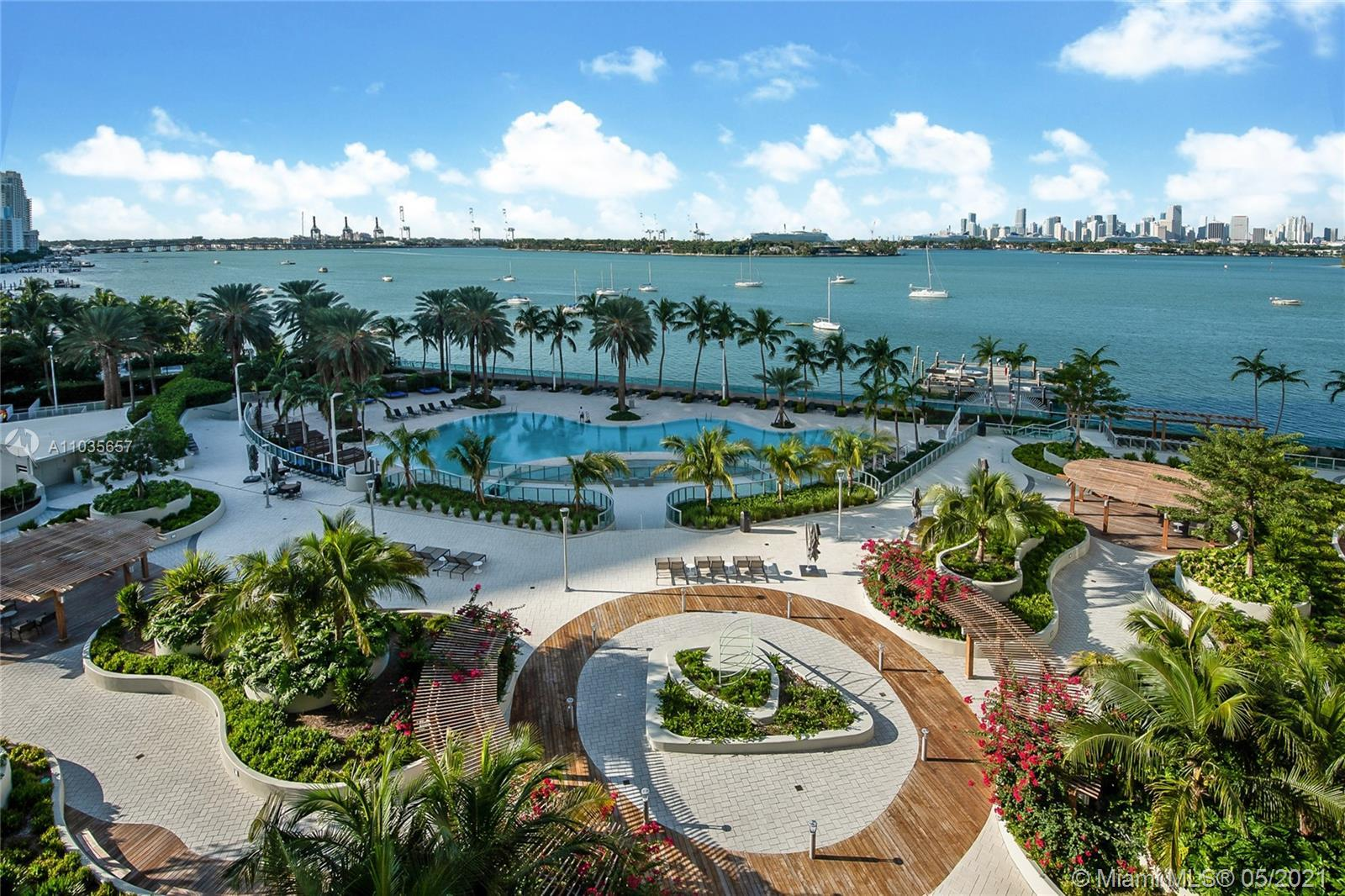 Located in the heart of South Beach. Renovated spacious 1/1 turn key at the Flamingo South Beach. Fu