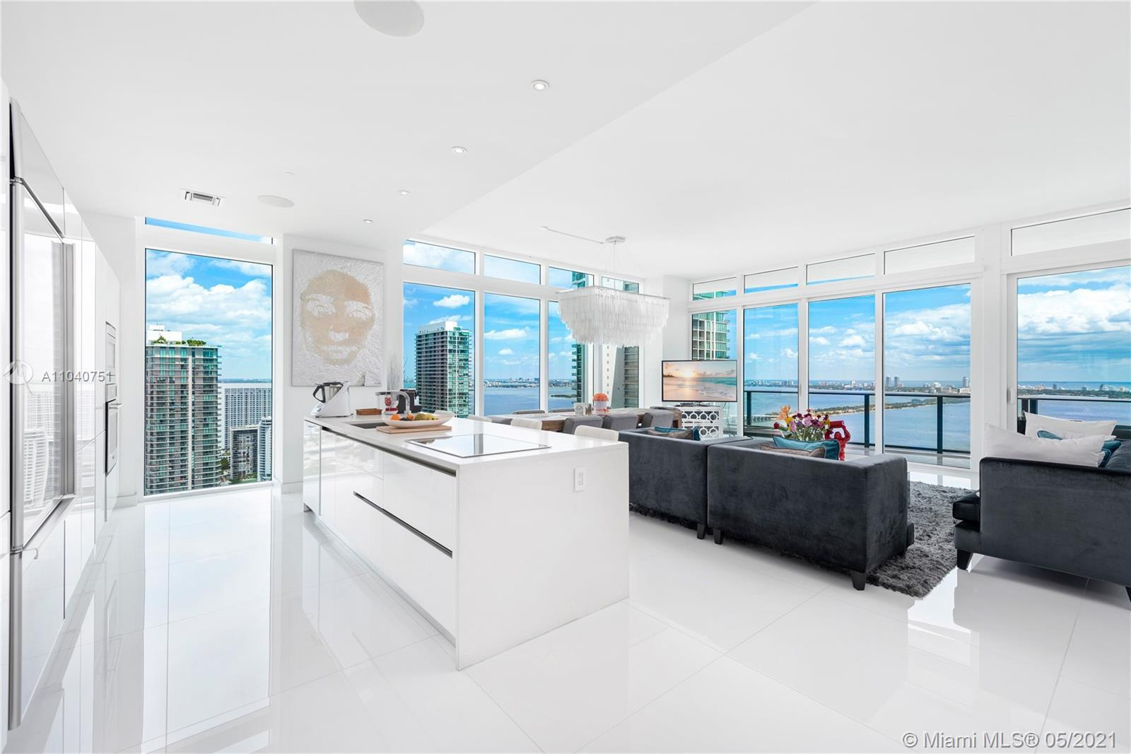 ICON BAY 4001. Impeccable North East Lower Penthouse Corner completely finished and Turnkey. Designe